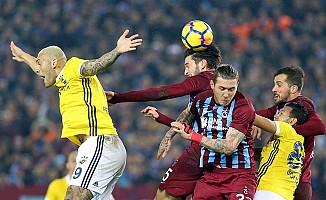 Fenerbahçe, Trabzon'da beraberliğe razı oldu