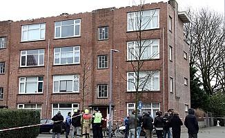 Hollanda'da camiye kafası kesik insan maketi asıldı