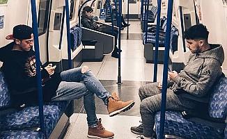 Mesut Özil bu defa metroda