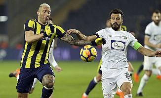 Fenerbahçe, Akhisarspor'u üç puanla memnun etti