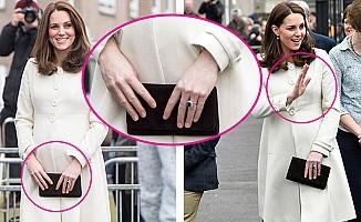 İngiltere, Kate Middleton'un Parmaklarını Konuşuyor