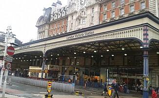 Londra'da metro istasyonunda alarm! Tahliye edildi