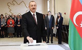 Azerbaycan'da Cumhurbaşkanlığı Seçimini Aliyev'in Kazandığı Açıklandı