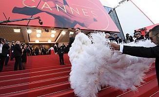 Cannes Film Festivalinde yere kapaklandı