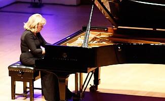 İdil Biret, Londra'da klasik müzik severleri büyüledi
