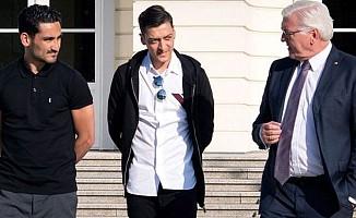 Özil ve Gündoğan, Almanya Cumhurbaşkanı ile görüştü