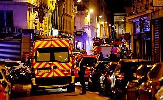 Paris'te bıçaklı saldırı! Saldırgan öldürüldü