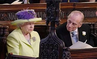Kraliçe Elizabeth'in yüzü Prens Harry'nin düğününde neden gülmedi?