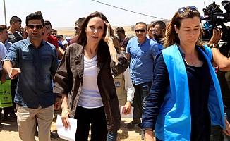 Angelina Jolie, Türkiye sınırındaki mülteci kampını ziyaret etti
