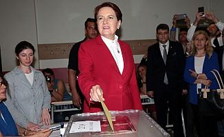 İYİ Parti'nin Cumhurbaşkanı adayı Meral Akşener, oyunu kullandı