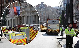 Londra'da tarihi otelde yangın