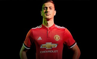 Manchester United'a 19 yaşında sağ bek