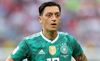 Almanya Milli Futbol Takımı'ndan Mesut Özil geçti