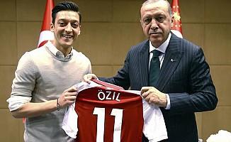 Başkan Erdoğan'dan Mesut Özil'e destek