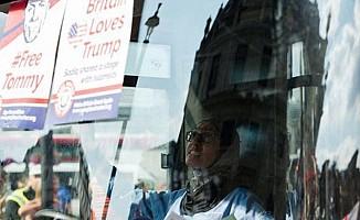 İngiltere'de başörtülü şoförün kullandığı otobüs kuşatıldı
