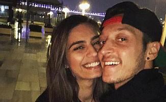 Mesut Özil'in sevgilisi için Arsenal'dan ayrılacak