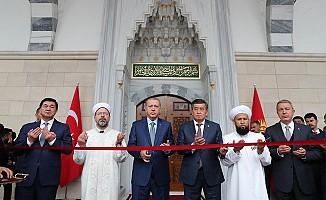 Bişkek İmam Serahsi Camisi Törenle İbadete Açıldı