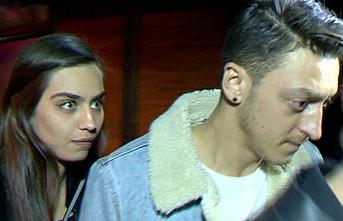 Amine Gülşe, Mesut Özil'e özel mesaj atılmasını yasakladı