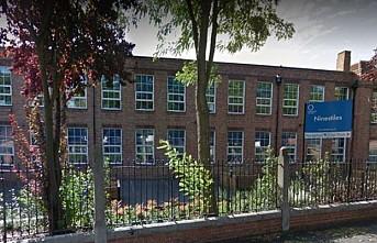 İngiltere'de bir okul teneffüslerde konuşmayı yasakladı