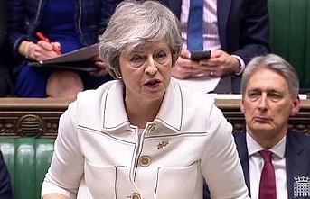 Theresa May parlamentodan güvenoyu aldı