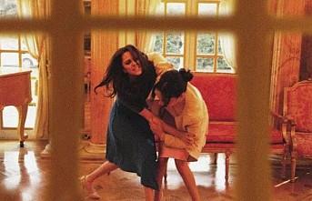 Meghan, Kate'i saçlarından tutup yerlerde sürükledi!