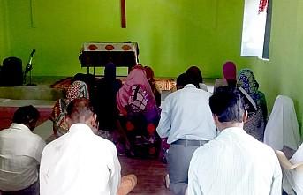 Kiliseler Pazar ayinlerine kapalı, Hristiyanlar evlerinde dua etti
