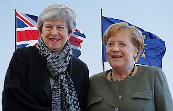 Merkel, İngiliz mevkidaşı May ile Brexit görüştü