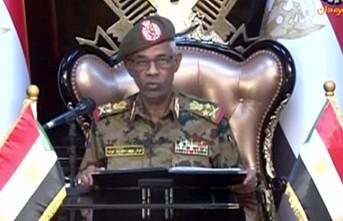 Sudan'da askeri geçiş konseyi lideri yemin ederek göreve başladı