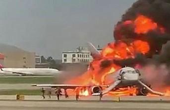 Yolcu uçağı alev aldı, çok sayıda ölü var