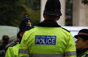 Londra'da silahlı bir kişi camiye girmeye çalıştı