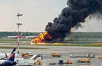 Yanan uçağın yolcularına göre 'Yıldırım çarptı'