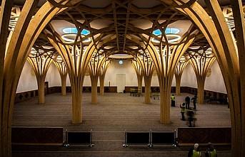 Türkiye'nin finanse ettiği çevre dostu cami İngiltere'de açıldı