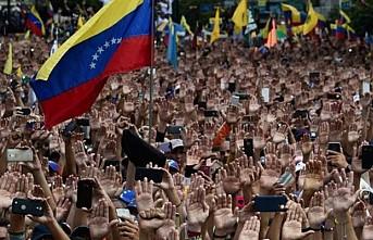 Venezuela'ya yönelik baskı ve ambargo siyaseti sürecek