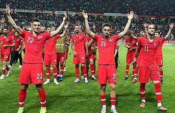 A Milli Futbol Takımı'nın Fransa zaferine tebrik yağmuru
