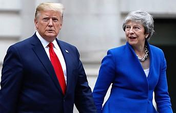 Trump, Kraliçe'yi övdü, Khan'a sataştı, protestoları görmedi!