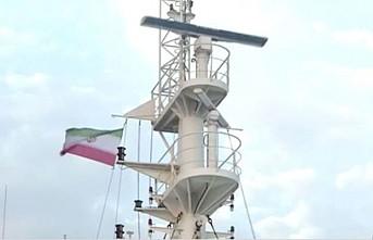 İngiliz gemisine İran bayrağı