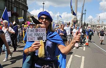 Londra'da binlerce kişi Brexit ve Boris Johnson'a karşı yürüdü