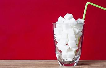 Şekerli içecekler kanser riskini artırıyor