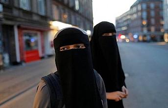 Hollanda'da burka ve peçe yasağı protesto edildi