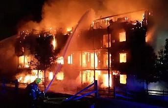Londra'da 4 katlı binada yangın