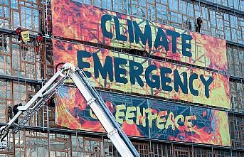 AB Liderler Zirvesi binasında 'yangınlı' çevre protestosu