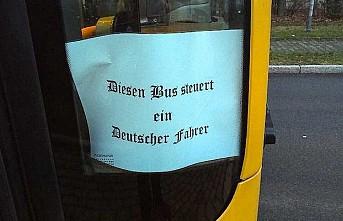 Almanya'da ırkçılığı çağrıştıran yazı yazan şoförün görevine son verildi