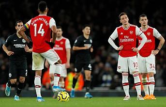 Arsenal sahasında Brighton&Hove Albion'a 2-1 mağlup oldu