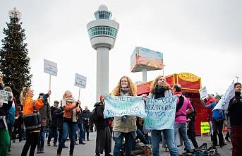 İklim protestocuları havaalanını işgal etti