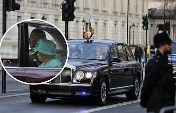 Kraliçe'ye Prens Charles Eşlik etti