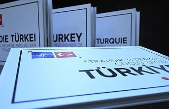 """Liderlere Erdoğan'dan """"Stratejik İttifakın Güçlü Üyesi Türkiye"""" kitabı"""