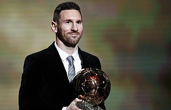 """Messi, """"Altın Top"""" ödülünün sahibi oldu"""