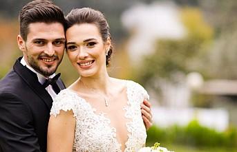 Milli futbolcu Okay Yokuşlu evlendi
