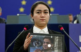 Uygur Türkü İlham Tohti'nin Sakharov Ödülü, kızına verildi
