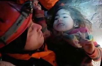 Küçük kız ve annesi 24 saat sonra kurtarıldı